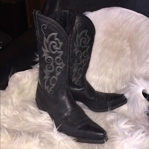 Black leather Ariat snip toe cowboy boots